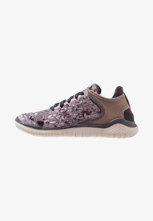 FREE RN 18 WILD  - Minimalist running shoes - oil grey/mink brown/thunder grey/desert sand