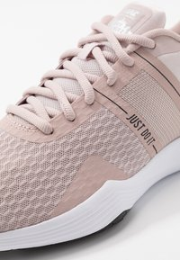 Nike Performance - CITY TRAINER 2 - Sports shoes - stone mauve/metallic red bronze/barely rose/black/metallic silver/white - 5