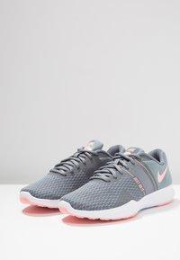 Nike Performance - CITY TRAINER 2 - Zapatillas de entrenamiento - cool grey/oracle pink/wolf grey - 2