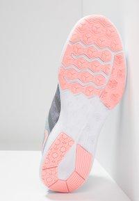 Nike Performance - CITY TRAINER 2 - Zapatillas de entrenamiento - cool grey/oracle pink/wolf grey - 4