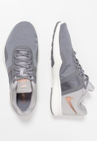 Nike Performance - CITY TRAINER 2 - Sports shoes - gunsmoke/metallic red bronze/atmosphere grey - 1