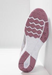 Nike Performance - CITY TRAINER 2 - Sportovní boty - plum dust/barely grey/atmosphere grey - 4