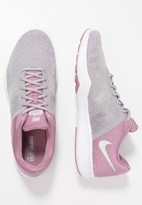 Nike Performance - CITY TRAINER 2 - Sportovní boty - plum dust/barely grey/atmosphere grey - 1