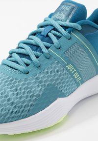 Nike Performance - CITY TRAINER 2 - Sportovní boty - industrial blue/barely volt/cerulean/white - 5