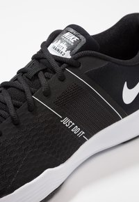 Nike Performance - CITY TRAINER 2 - Sports shoes - black/white - 5