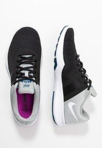 Nike Performance - CITY TRAINER 2 - Sportovní boty - black/white/light smoke grey/hyper violet/valerian blue - 1