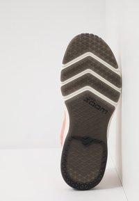 Nike Performance - AIR ZOOM FEARLESS FK 2 - Sports shoes - pink quartz/phantom/black/university red - 4