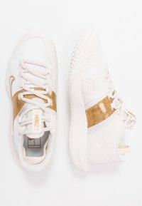 Nike Performance - COURT AIR ZOOM HC - Zapatillas de tenis para todas las superficies - phantom/metallic gold - 1