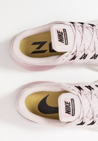 Nike Performance - AIR ZOOM STRUCTURE  - Zapatillas de running estables - platinum violet/black/plum chalk/infinite gold/summit white - 5