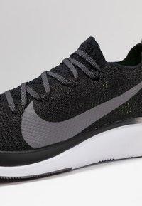 Nike Performance - ZOOM FLY FK - Neutrale løbesko - black/gunsmoke/white - 6