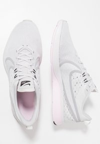 Nike Performance - ZOOM STRIKE 2 - Juoksukenkä/neutraalit - vast grey/platinum tint/pink foam/black/atmosphere grey/white - 1