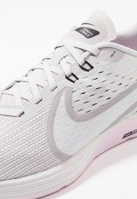 Nike Performance - ZOOM STRIKE 2 - Juoksukenkä/neutraalit - vast grey/platinum tint/pink foam/black/atmosphere grey/white - 5