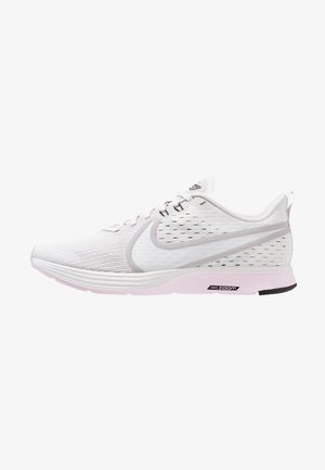 ZOOM STRIKE 2 - Juoksukenkä/neutraalit - vast grey/platinum tint/pink foam/black/atmosphere grey/white