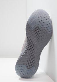Nike Performance - EPIC REACT FK PRM - Neutrale løbesko - vast grey/metallic gold/metallic platinum/gunsmoke/atmosphere grey - 4