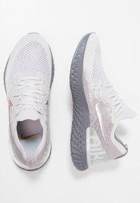 Nike Performance - EPIC REACT FK PRM - Neutrale løbesko - vast grey/metallic gold/metallic platinum/gunsmoke/atmosphere grey - 1
