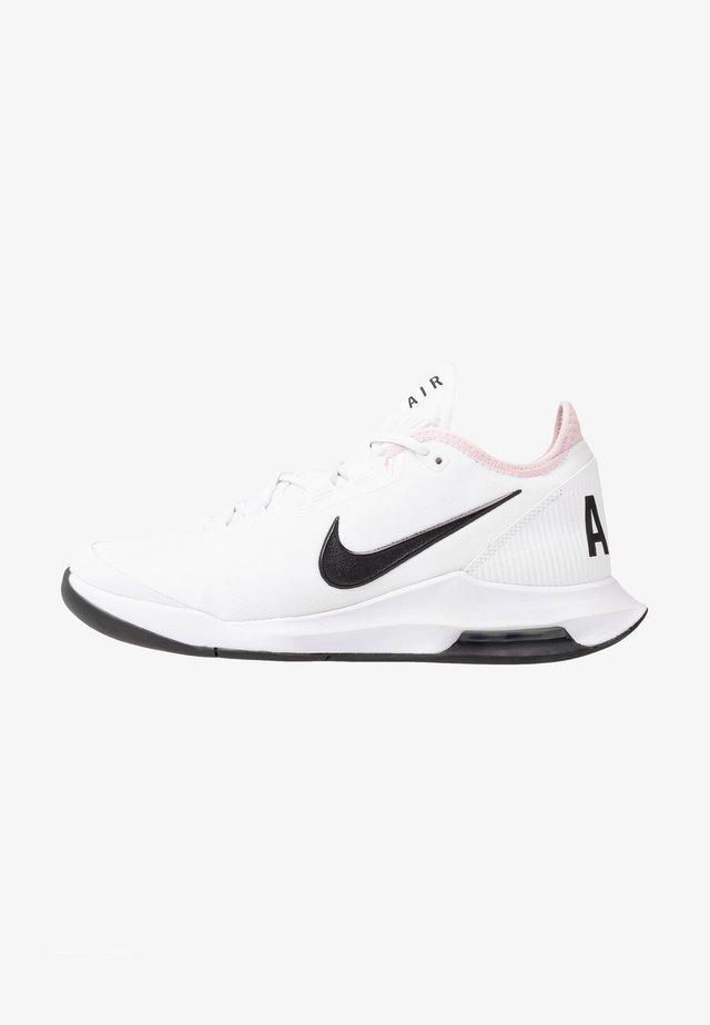 COURT AIR MAX WILDCARD - Tennisschoenen voor alle ondergronden - white/black/pink foam