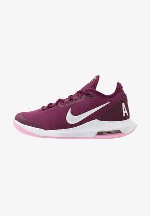 COURT AIR MAX WILDCARD HC - Zapatillas de tenis para todas las superficies - bordeaux/white/pink rise