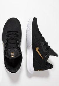 Nike Performance - COURT AIR MAX WILDCARD HC - Zapatillas de tenis para todas las superficies - black/metallic gold/white - 1