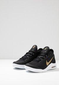 Nike Performance - COURT AIR MAX WILDCARD HC - Zapatillas de tenis para todas las superficies - black/metallic gold/white - 2