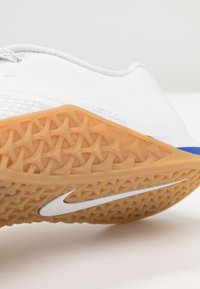 Nike Performance - METCON 4 XD X - Kuntoilukengät - white/medium brown - 5