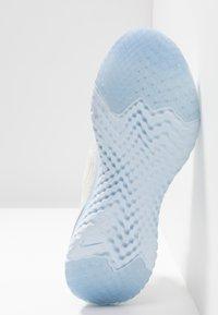 Nike Performance - EPIC REACT FLYKNIT 2 - Hardloopschoenen neutraal - sail/metallic silver - 4