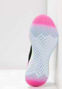 Nike Performance - EPIC REACT FLYKNIT 2 - Neutrale løbesko - black/sapphire/lime blast/hyper pink/blue tint - 4