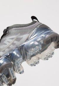 Nike Performance - AIR VAPORMAX  - Obuwie do biegania Stabilność - black - 5
