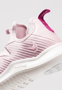 Nike Performance - HYPERFLORA FREE TR ULTRA - Obuwie treningowe - plum chalk/plum dust/summit white/true berry - 5
