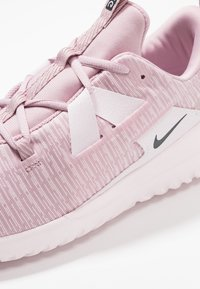 Nike Performance - RENEW ARENA - Juoksukenkä/neutraalit - plum chalk/black/pale pink/pink foam - 5
