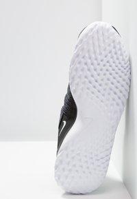 Nike Performance - RENEW ARENA - Juoksukenkä/neutraalit - black/white/anthracite - 4