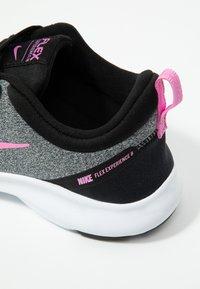Nike Performance - FLEX EXPERIENCE RN 8 - Laufschuh Natural running - pure platinum/psychic pink/black/metallic dark grey/wolf grey/white - 5