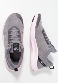 Nike Performance - FLEX EXPERIENCE RN 8 - Minimalistické běžecké boty - atmosphere grey/metallic pewter/gunsmoke/thunder grey/pink foam/black - 1