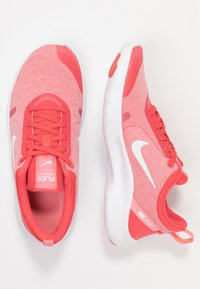 Nike Performance - FLEX EXPERIENCE RN 8 - Trainers - ember glow/white/pink gaze/bleached coral - 1