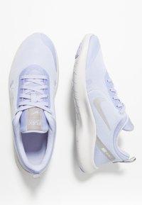 Nike Performance - FLEX EXPERIENCE RN 8 - Chaussures de course neutres - lavender mist/atmosphere grey/purple agate/vast grey - 1