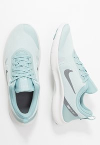 Nike Performance - FLEX EXPERIENCE RN 8 - Minimalistické běžecké boty - ocean cube/cool grey/pure platinum - 1