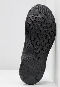 Nike Performance - FLEX EXPERIENCE RN 8 - Paljasjalkajuoksukengät - black/anthracite/dark grey - 4