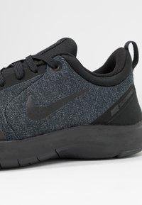 Nike Performance - FLEX EXPERIENCE RN 8 - Obuwie do biegania neutralne - black/anthracite/dark grey - 5