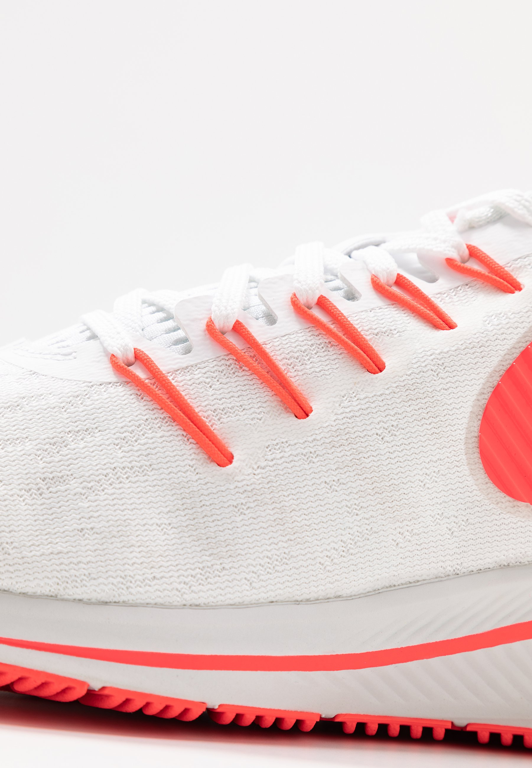 Nike Performance Air Zoom Vomero - Neutral Running Shoes White/laser Crimson/track Red/platinum Tint/light Smoke Grey/photon Dust