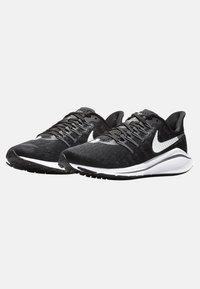 Nike Performance - AIR ZOOM VOMERO  - Chaussures de running neutres - black/dark grey/ white - 2