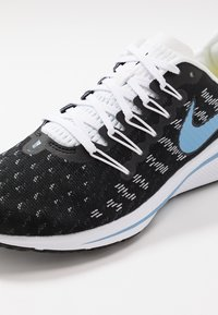 Nike Performance - AIR ZOOM VOMERO  - Obuwie do biegania treningowe - black/light blue/half blue/white - 6