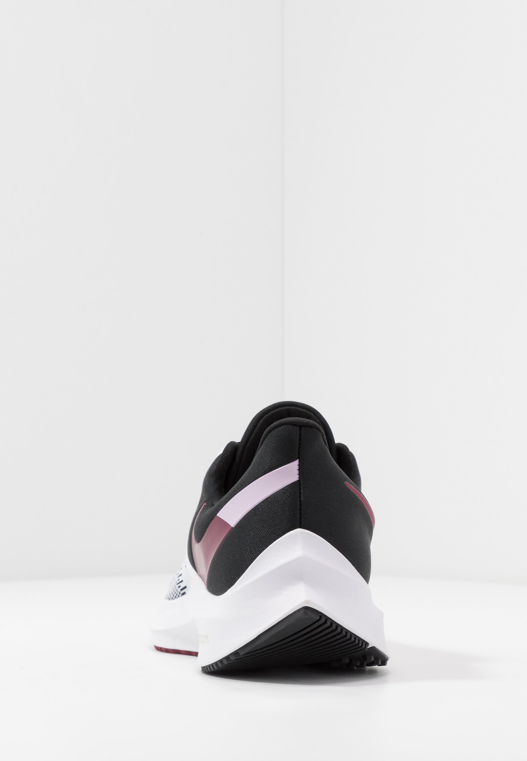Nike Performance ZOOM WINFLO - Obuwie do biegania treningowe - white/noble red/black/iced lilac/pistachio frost