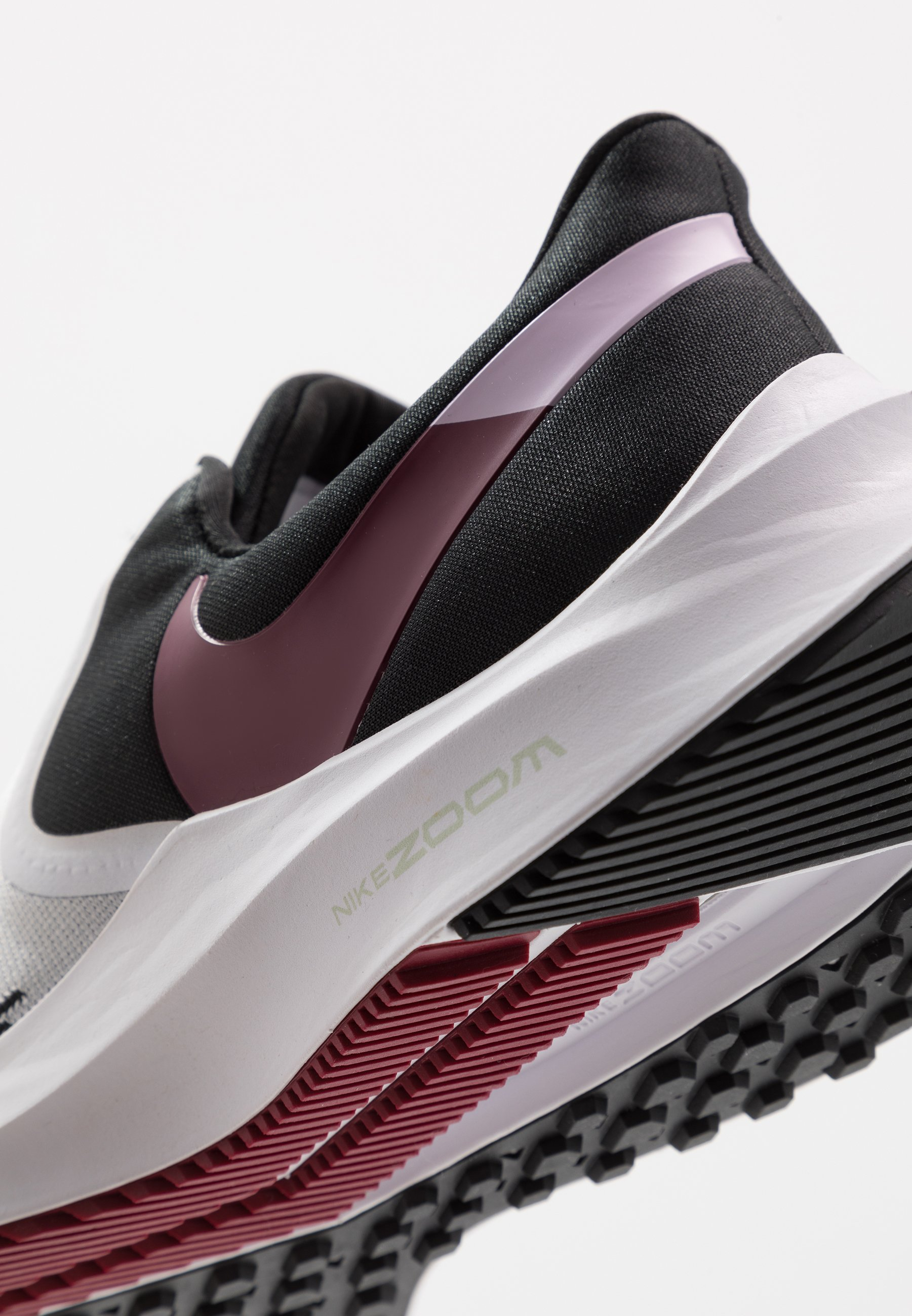 Nike Performance ZOOM WINFLO - Neutrale løbesko - white/noble red/black/iced lilac/pistachio frost
