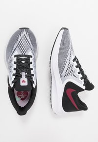Nike Performance - ZOOM WINFLO - Zapatillas de running neutras - white/noble red/black/iced lilac/pistachio frost - 1