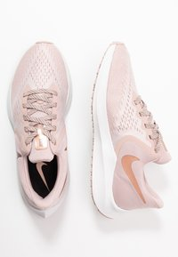Nike Performance - ZOOM WINFLO - Neutrální běžecké boty - stone mauve/smokey mauve/barely rose/metallic red bronze/metallic silver/black - 1