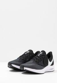 Nike Performance - ZOOM WINFLO - Chaussures de running neutres - black/white/dark grey/metallic platinum - 2