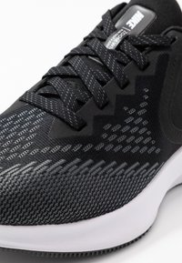 Nike Performance - ZOOM WINFLO - Chaussures de running neutres - black/white/dark grey/metallic platinum - 5
