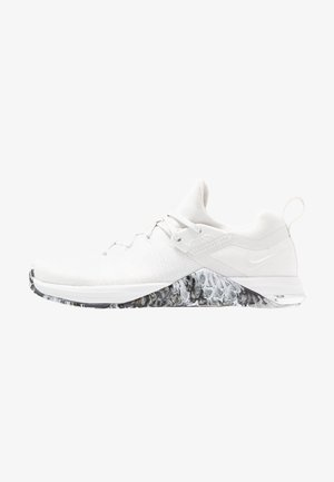 METCON FLYKNIT 3 - Sports shoes - white/black/metallic silver