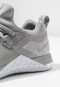 Nike Performance - METCON FLYKNIT 3 - Sports shoes - matte silver/white/electric green/metallic silver - 5