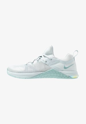 METCON FLYKNIT 3 - Sports shoes - matte silver/pure platinum/ocean cube