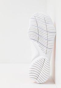 Nike Performance - FREE RN FLYKNIT 3.0 - Loopschoen neutraal - pink quartz/white/echo pink - 4